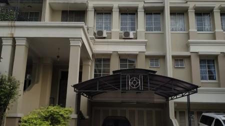 Rumah 3 Lantai ,Lingkungan tenang dan Aman di Grande Kelapa Gading