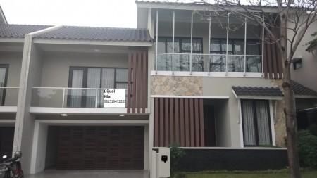 Rumah Siap Huni, Depan Taman di Kawasan Elite Bintaro Kebayoran Villas Sektor 7