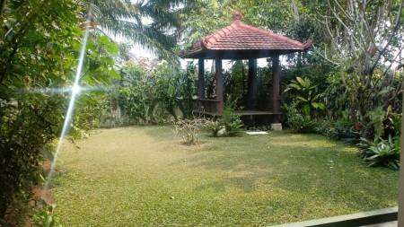 Rumah 2 lantai semi furnish di Rancamaya Cluster Padma