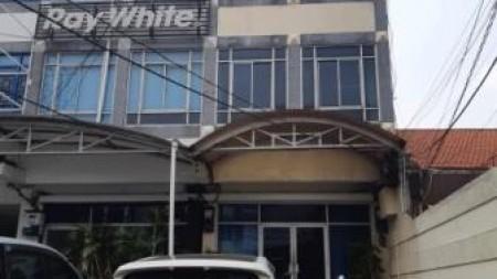 Ruko Disewakan, 3,5 Lantai, Siap Pakai, Bersih & Terawat, Terletak di Jalan Utama Tebet