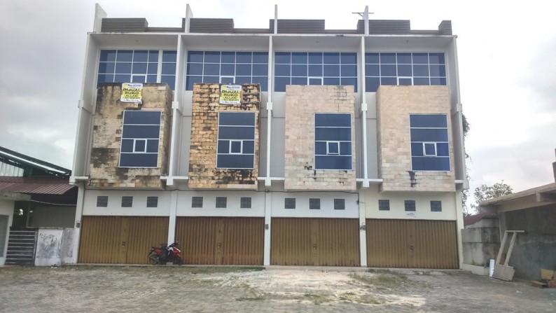 Ruko gandeng 2 disewakan dekat Bandara cocok untuk kantor dan gudang