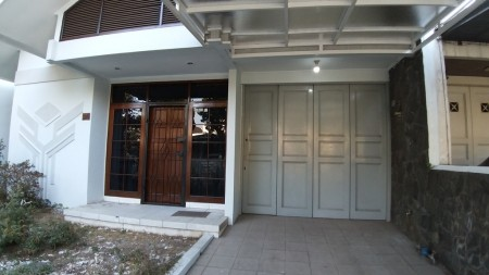 Rumah semi furnished Singgasana Pradana