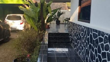 Rumah Pinggir Jalan Raya, Hunian Asri dan Halaman Luas @Maribaya, Lembang, Bandung