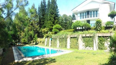 Villa  Cisarua, dekat taman Safari luas 2.855m2 ada Swimming Pool