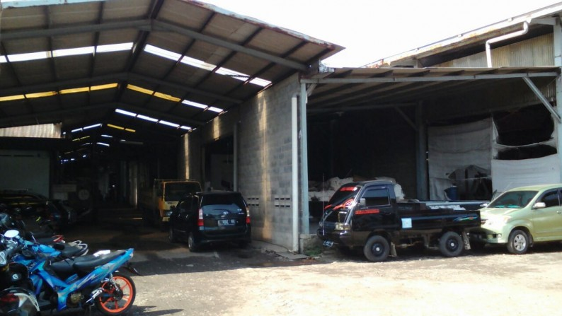 Bangunan Ex Pabrik Garment di Jalan Raya Cimindi