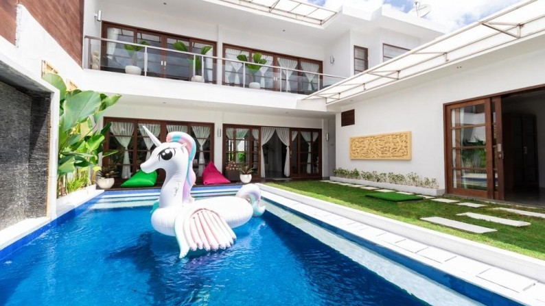 Beautiful Spacious 3 Bedrooms Villa Freehold  in Seminyak!!