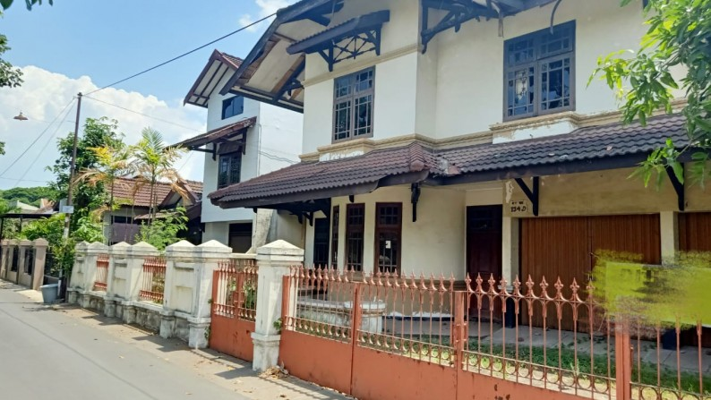 Rumah Lama di Karang Gayam, Catur Tunggal - Sleman