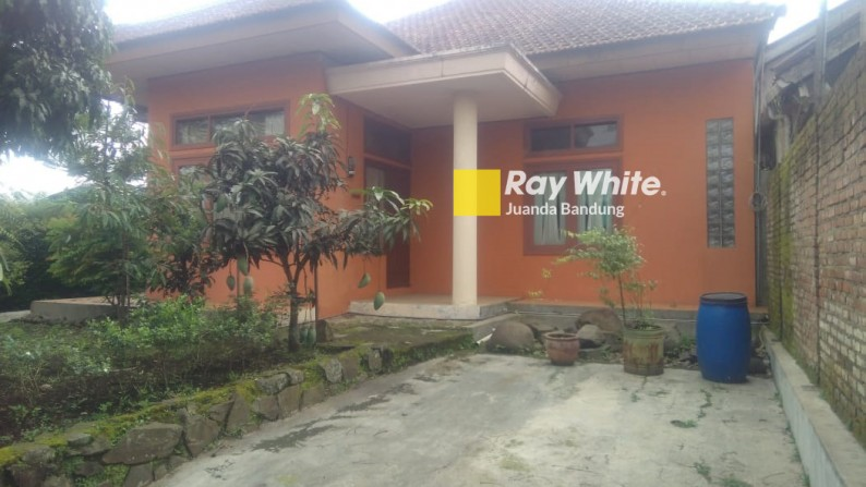 Rumah Pinggir Jalan Raya Maribaya