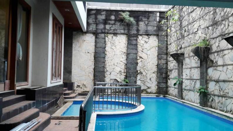 Di Jual Rumah Private Pool dan siap huni di Taman Senayan Bintaro Jaya Sektor 9 Tangerang Selatan