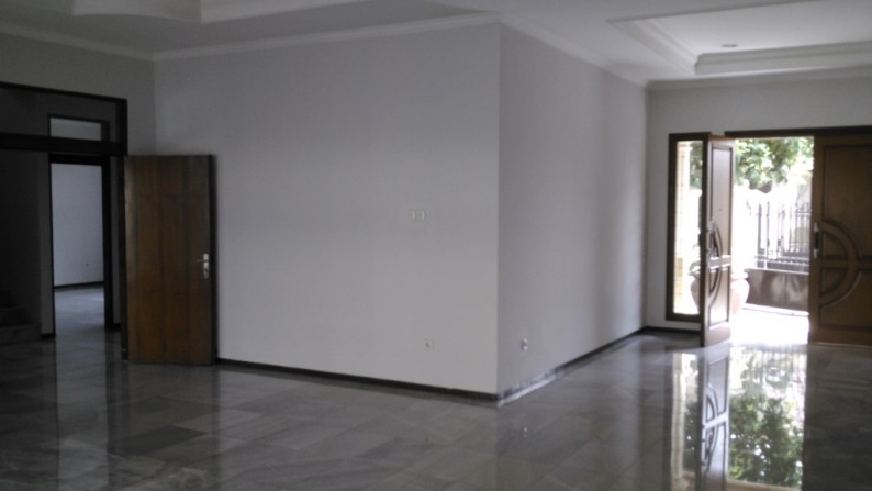 Nice Beautiful Town House at Cipete, South Jakarta, the right place for you & your family to stay, is ready to rent