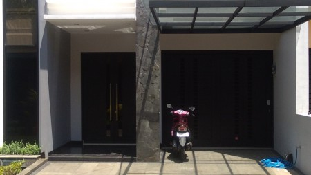 Dijual rumah di Jalan Jagakarsa raya 2 lantai luas Bangunan 250 Sqm