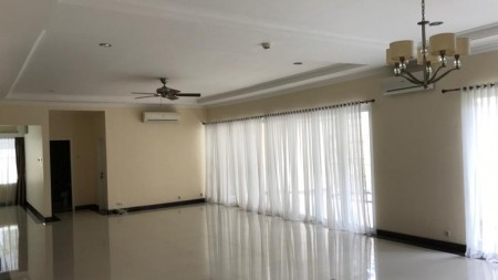 Disewakan Rumah di Simprug, Jakarta Selatan